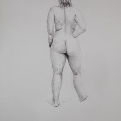 A nude model from behind with her right hand on her hip