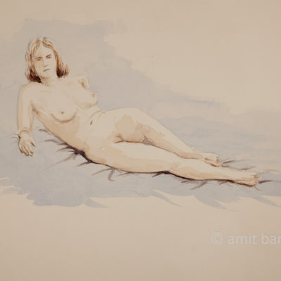 A nude model leaning on her elbows