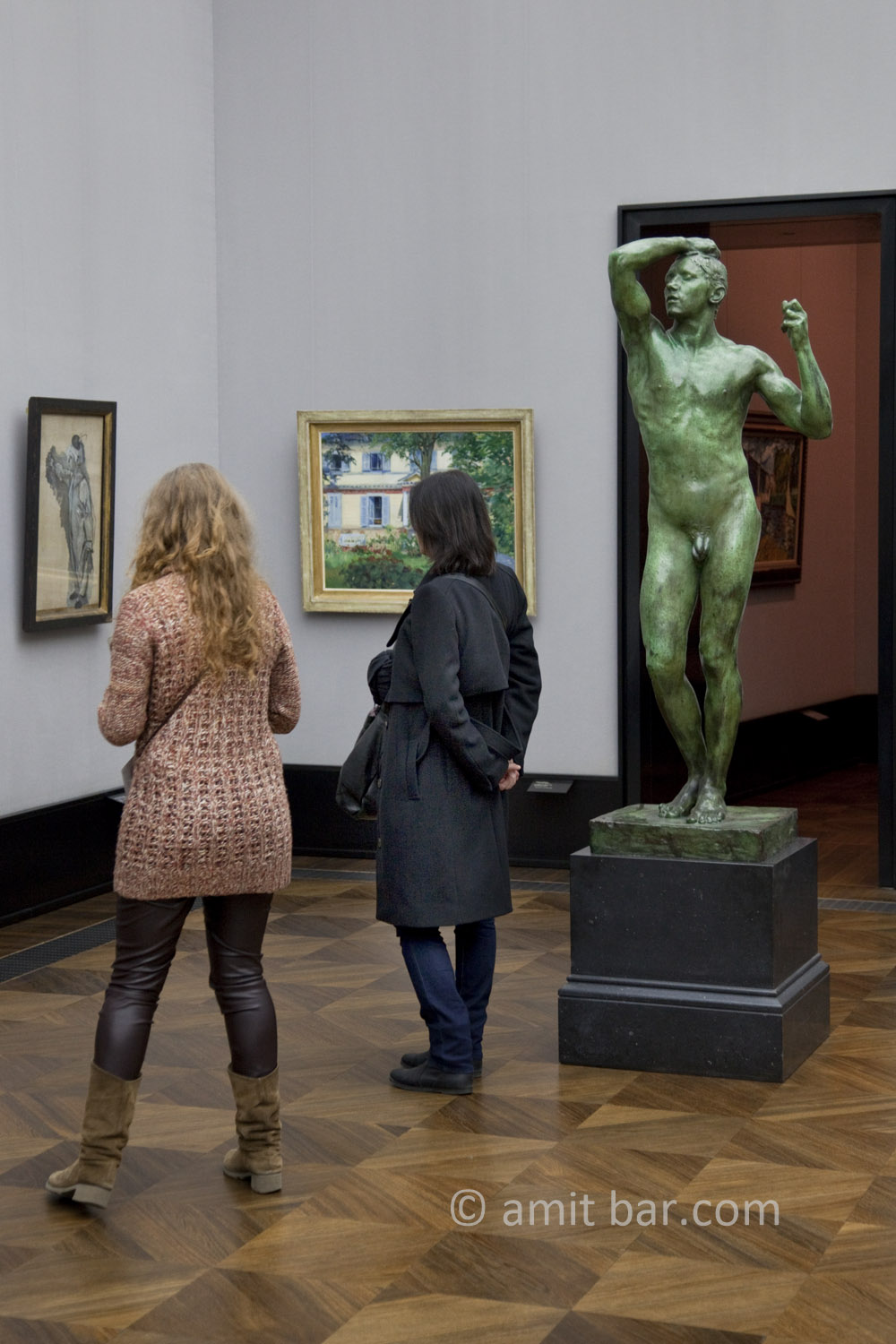 Berlin: Looking.  Two visitors at the museum, Alte Nationalgalerie