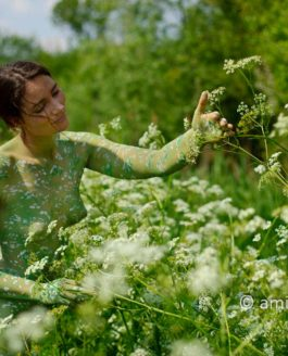 The creating of a body-painting in nature