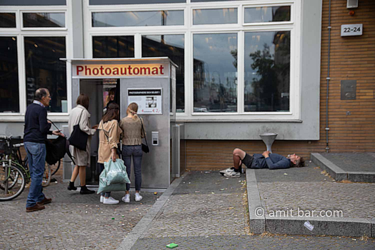 Photoautomat: A runner taking a rest for the benefit of the photo